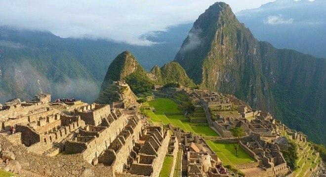 Grupo de turistas foi detido por depredar ruínas incas em Machu Picchu