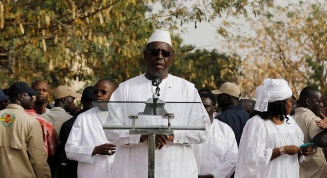 Presidente do Senegal decide entrar em quarentena