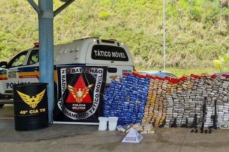 Droga apreendida foi exposta no pátio da Polícia Militar
