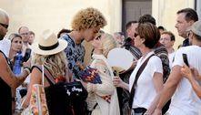 Madonna é flagrada aos beijos com namorado durante viagem na Itália