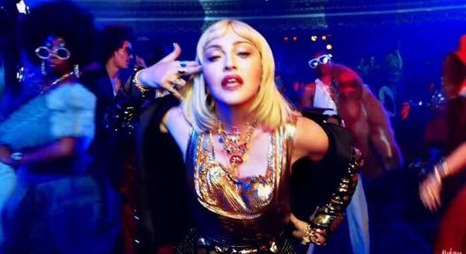 """Madonna cancela mais datas de sua turnê atual e cita """"dor esmagadora"""""""