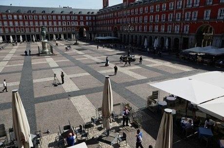 Algumas ruas de Madri estão vazias