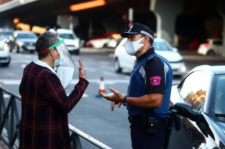 Madri pede ajuda com médicos e policiais