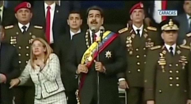 Maduro discursava quando as explosões começaram