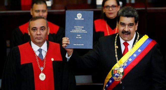 O herdeiro político de Hugo Chávez tomou posse para um segundo mandato e ganhou destaque em publicações internacionais