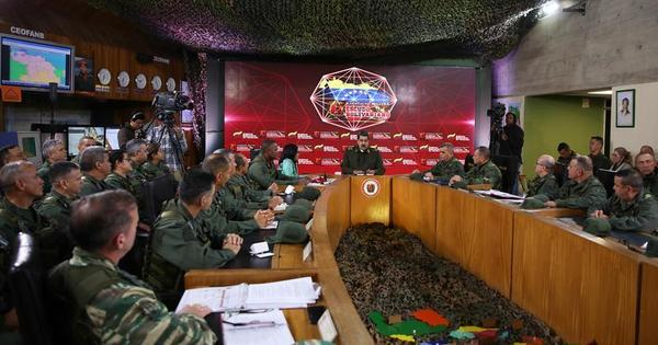 Maduro anuncia exercícios militares permanentes e de 'surpresa'