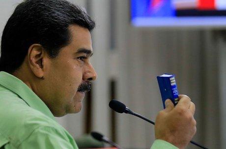 Nicolás Maduro enviou tropas à fronteira da Venezuela com Colômbia e Brasil para impedir a entrada de ajuda humanitária organizada pelos EUA