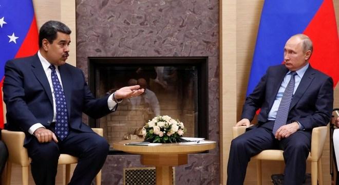 Maduro (e) e Putin fecharam investimento bilionário no fim de 2018