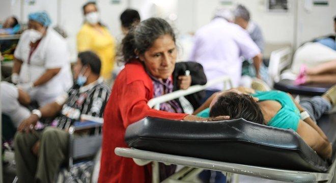 O hospital de Cúcuta está sempre lotado. Segundo os médicos, 30% dos pacientes são venezuelanos. O aumento do fluxo de atendimentos não veio acompanhado de mais recursos e investimentos