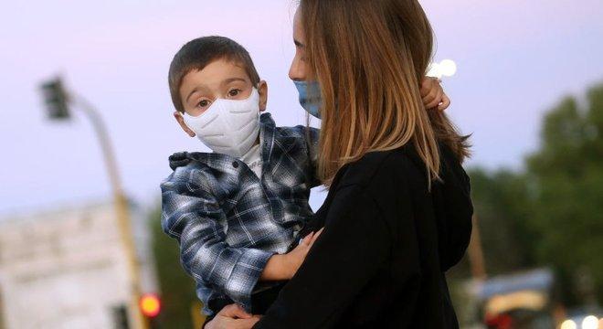 Em meio à pandemia do novo coronavírus, as pessoas esperam alternativas que possam atuar diretamente no enfrentamento ao vírus