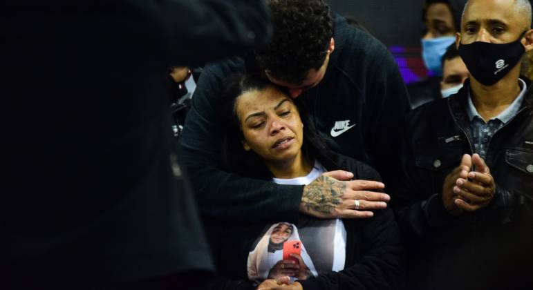 Mãe de MC Kevin, Valquiria Nascimento, fala sobre saudade quue sente do filho