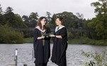 As britânicas Vicki Lawlor, de 43 anos, e sua filha Hannah, de 21, se formaram juntas na Universidade de Stirling, na Escócia. nesta semana. A emoção de receber o diploma ao mesmo tempo levou mãe e filha a planejar uma festa no jardim de sua casa para comemorar a dupla conquista