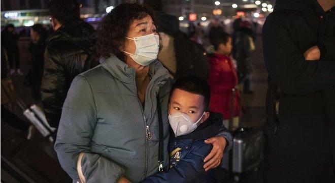 Quase 6 mil casos do novo coronavírus foram confirmados em todo o mundo