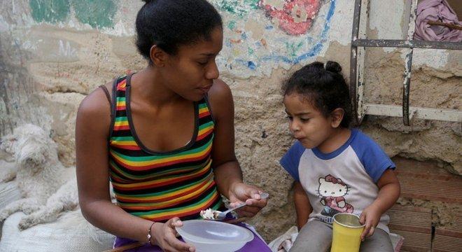 A maioria das famílias venezuelanas não consome as calorias e proteínas de que precisa