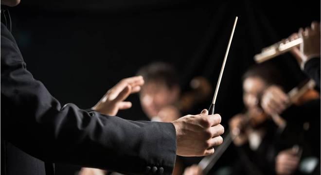 'Compositor' é um personagem complexo no livro de Hindman, no qual ela narra sua passagem pela orquestra falsa