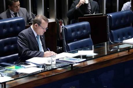 Senador suspeito de participar de máfia da s sanguessugas
