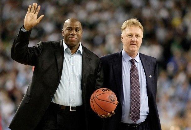 Magic Johnson, ex-jogador de basquete da NBA, vota em Joe Biden.