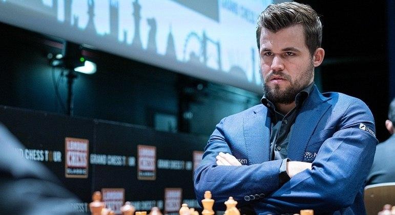 O campeão Magnus Carlsen