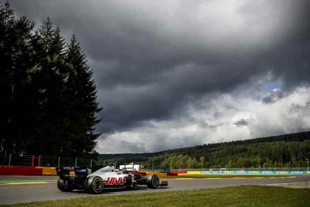 Magnussen e a Haas torceram pela chuva, mas nem isso deu certo (Foto: Haas)
