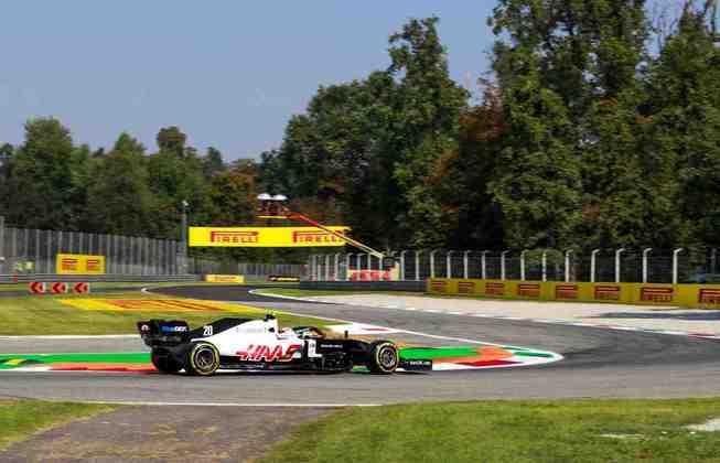 Magnussen em ação durante os treinos deste sábado na Itália