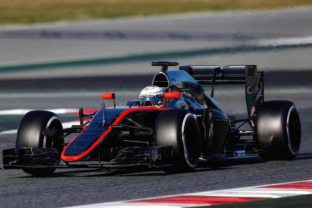 Magnussen recebeu uma chance na abertura da temporada 2015 após Alonso sofrer uma concussão durante um acidente de pré-temporada, mas sequer alinhou no grid com problemas