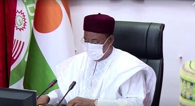 O presidente do Níger, Mahamadou Issoufou, durante reunião de gabinete