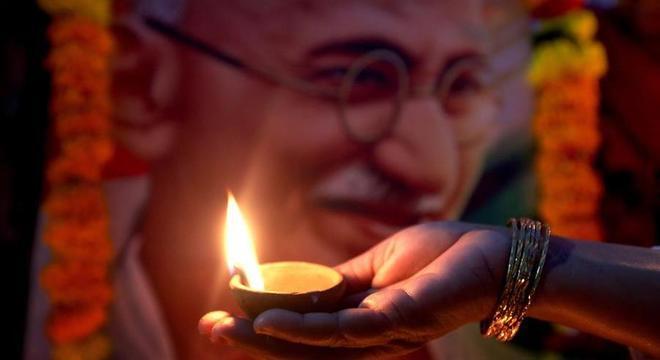 A filosofia de Mahatma Gandhi permanece, 150 anos após seu nascimento