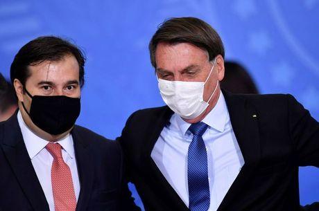 Bolsonaro culpa Maia por fim do 13º do Bolsa Família