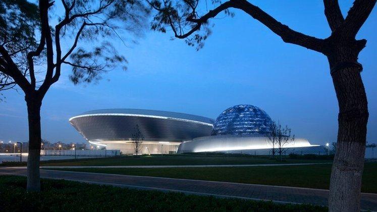 O SAM (Shangai Astronomy Museum) tem 39 mil metros quadrados e conta com um planetário, um observatório e um grande espaço para receber exposições