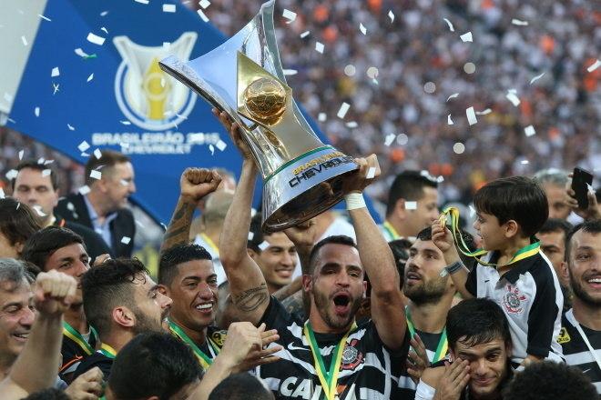 2º Corinthians - 18 títulos1 Mundial de Clubes (2012)1 Libertadores da América (2012)1 Recopa Sul-Americana (2013)4 Campeonatos Brasileiros (2005, 2011, 2015 e 2017)2 Copas do Brasil (2002 e 2009)1 Campeonato Brasileiro Série B (2008)1 Torneio Rio-São Paulo (2002)7 Campeonatos Paulistas (2001, 2003, 2009, 2013, 2017, 2018 e 2019)