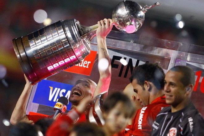 1º Internacional - 19 títulos1 Mundial de Clubes (2006)1 Copa Suruga (2009)2 Libertadores da América (2006 e 2010)1 Copa Sul-Americana (2008)2 Recopas Sul-Americanas (2007 e 201112 Campeonatos Gaúchos (2002, 2003, 2004, 2005, 2008, 2009, 2011, 2012, 2013, 2014, 2015 e 2016)