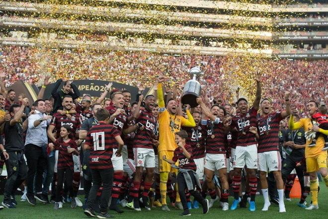 4º Flamengo - 16 títulos1 Libertadores da América (2019)1 Recopa Sul-Americana (2020)2 Campeonatos Brasileiros (2009 e 2019)2 Copas do Brasil (2006 e 2013)1 Recopa do Brasil (2020)9 Campeonatos Cariocas (2001, 2004, 2007, 2008, 2009, 2011, 2014, 2017 e 2019)
