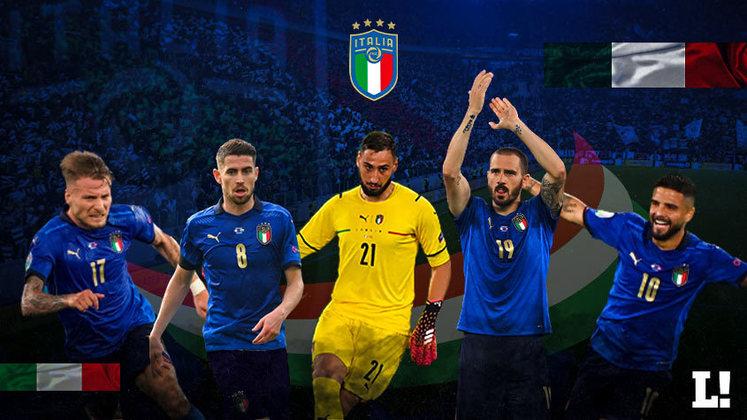 Maior surpresa no início da Eurocopa, a Itália vem chamando a atenção de todo o mundo. Depois de ficar de fora da Copa do Mundo de 2018, a Azzurri mudou seu jeito de jogar, e sob o comando de Roberto Mancini está invicta há 30 jogos. Conheça a seguir todo o elenco italiano no torneio de seleções, que venceu os três jogos na fase de grupos.