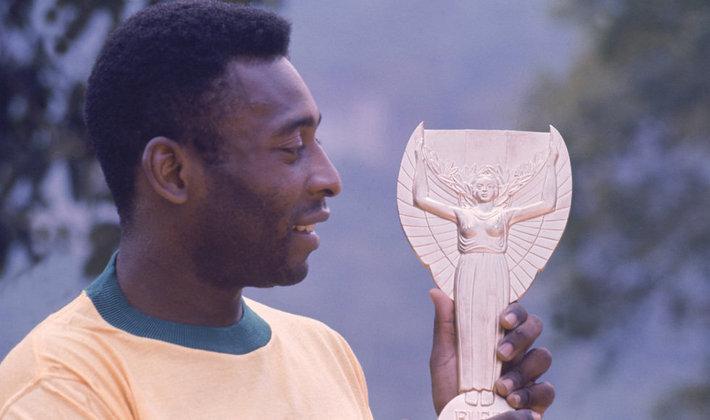 O Rei tem 92 jogos pela seleção e é o único tricampeão mundial. Ainda, há relações que colocam o craque com 95 gols, mas incluem jogos contra combinados e também clubes