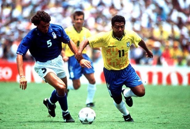Principal jogador da Seleção Brasileira campeã do mundo de 94, nos EUA, e eleito o melhor do planeta pela Fifa no mesmo ano, Romário disputou 95 jogos pelo Brasil e foi um dos melhores finalizadores na história do futebol