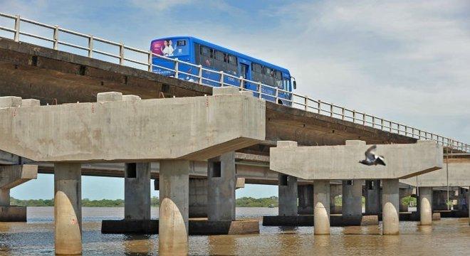 Mais baixa, nova ponte do Guaiba prejudica travessia de barcos  Crédito: Alina Souza