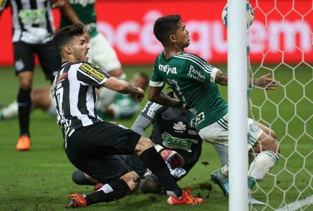 Mais um clássico movimentou a decisão da Copa do Brasil em 2015. Palmeiras e Santos se enfrentaram. Na ida, vitória do Peixe por 1 a 0 na Vila Belmiro. Na volta, o triunfo do Verdão por 2 a 1 levou a decisão para os pênaltis. O Palmeiras venceu nas penalidades por 4 a 3 e levou o título.