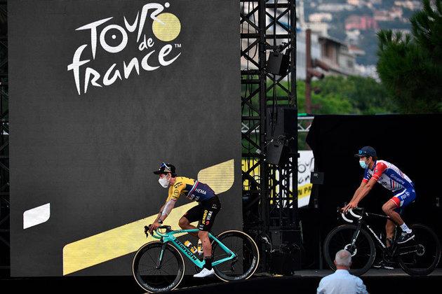 Mais um francês:  Tibaut Pinot (à direita).  O vice-campeão da Criterium-2020 sempre é cotado como favorito na França. Porém, apenas em 2014 ficou no pódio (em terceiro). Deve ganhar alguma etapa,  mas terá de se superar e contar com muita torcida. Sua equipe, a  Groupama-FDJ ajuda pouco.