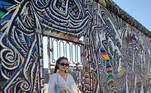 A famosa compartilhou uma sequência de fotos na última sexta-feira (10) na East Side Gallery, uma galeria de arte ao ar livre localizada no lado leste do antigo Muro de Berlim, na Alemanha