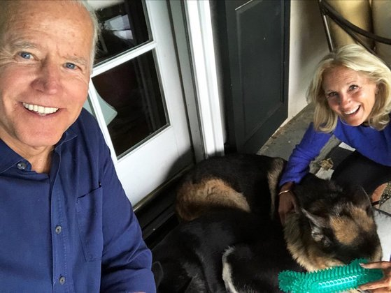 Biden retoma a tradição de presidentes terem bichinhos de estimação na Casa Branca. Trump foi o primeiro presidente desde 1860 a não levar nenhum animal para a residência oficial na Avenida Pensilvânia, número 1600