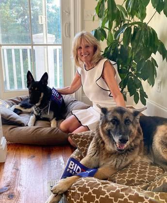 Champ entrou na família em 2008, depois que Barack Obama venceu as eleições, e em 2018, Biden adotou Major de um abrigo para animais em Delaware