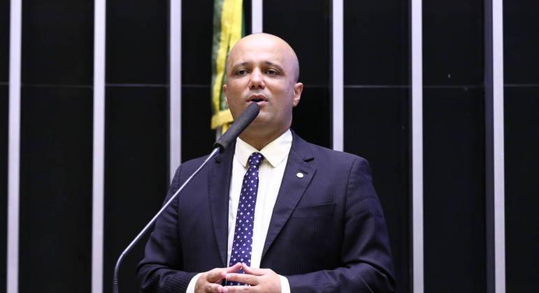 Major Vitor Hugo (PSL) reuniu lista de apoiadores de Lira, em decisão contrária ao partido