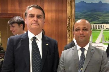 Bolsonaro recebe Major Vitor Hugo no Alvorada