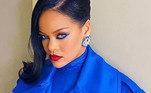 Mas não é preciso ter olhos azuis para brilhar com o delineador. A cantora Rihanna que o diga. Ela é uma das grandes adeptas da maquiagem colorida como a da princesa