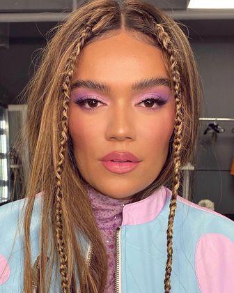 Apesar de ser uma cor até então incomum na maquiagem, o tom se aproxima de um roxo pastel, o que torna fácil de incorporar o digital lavender em suas produções diárias. Pálpebras marcadas + um blush rosado + hidrante labial = perfeição!