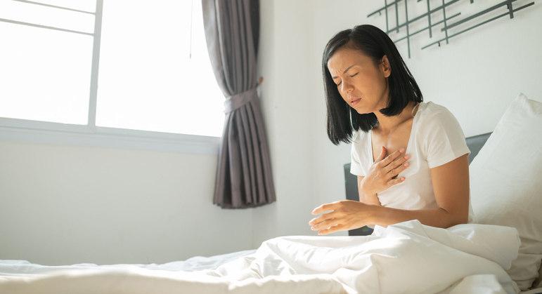Quem tem insuficiência cardíaca pode apresentar pressão baixa devido a alterações vasculares