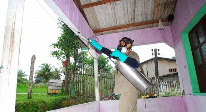 A aplicação de inseticida é uma alternativa para reduzir casos de malária