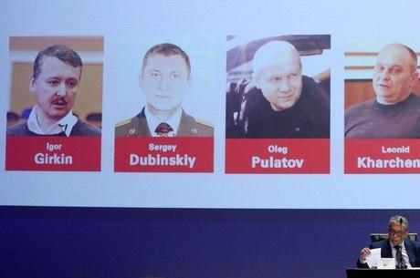 Três dos acusados por queda de avião são russos