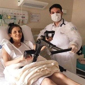 Malga está fazendo fisioterapia no hospitaç