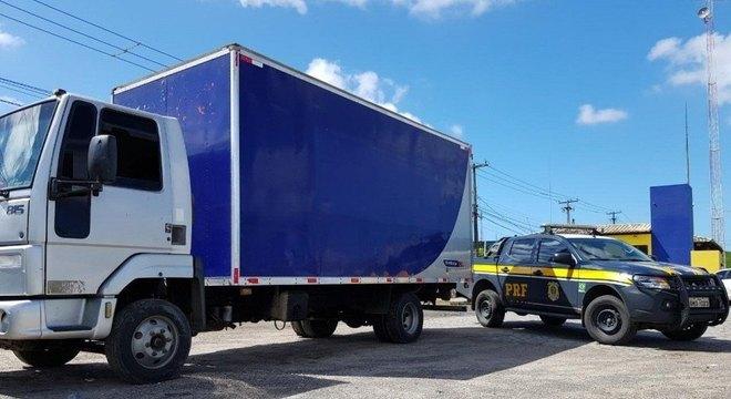 Malhada dos Bois: PRF detém caminhoneiro com anfetamina na BR 101